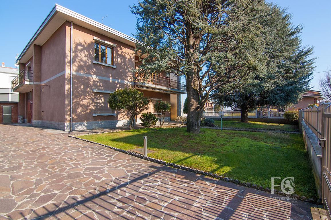 Villa Bifamiliare in Via Mazzini