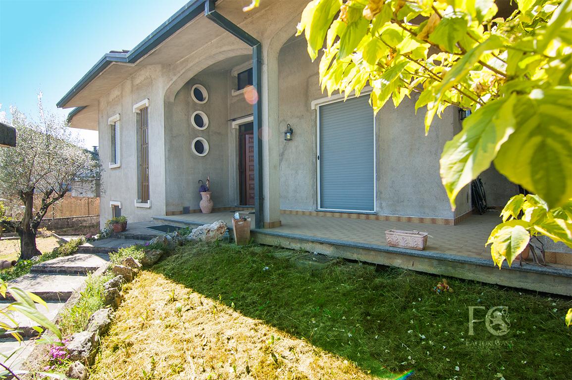 Villa con Giardino a Cislago