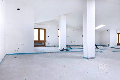 case_mozzate_trilocale_appartamento_mansarda8