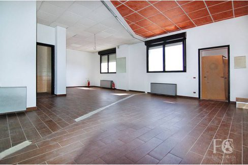 negozio-affitto-varesina-cislago-100mq-openspace-8