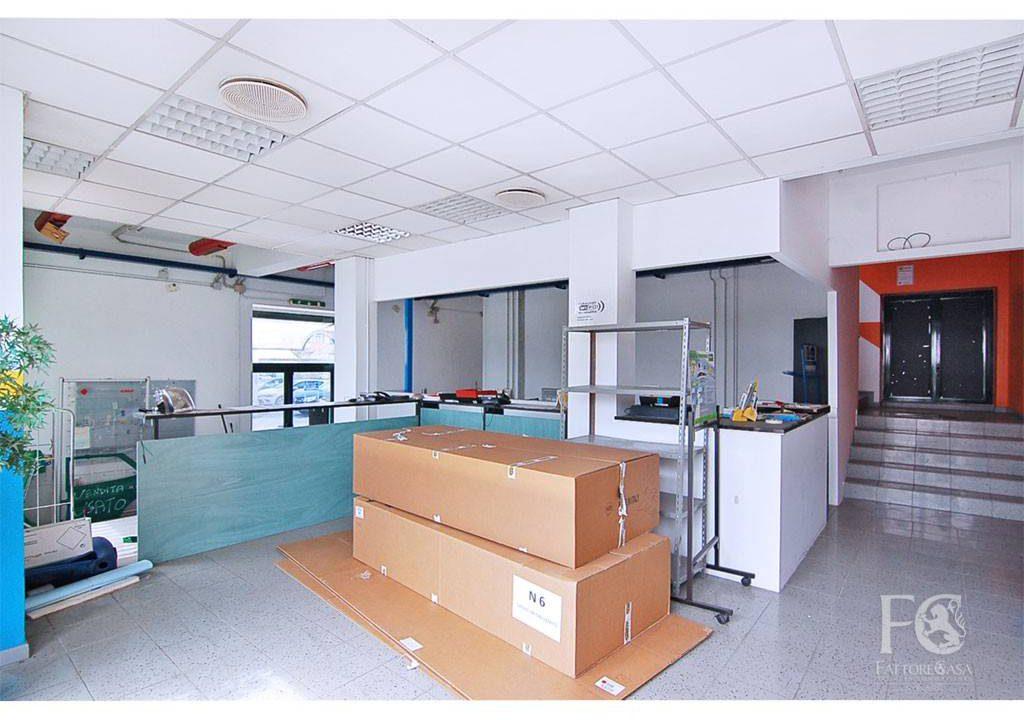 negozio-vetrina-affitto-varesina-cislago-100mq-openspace-1
