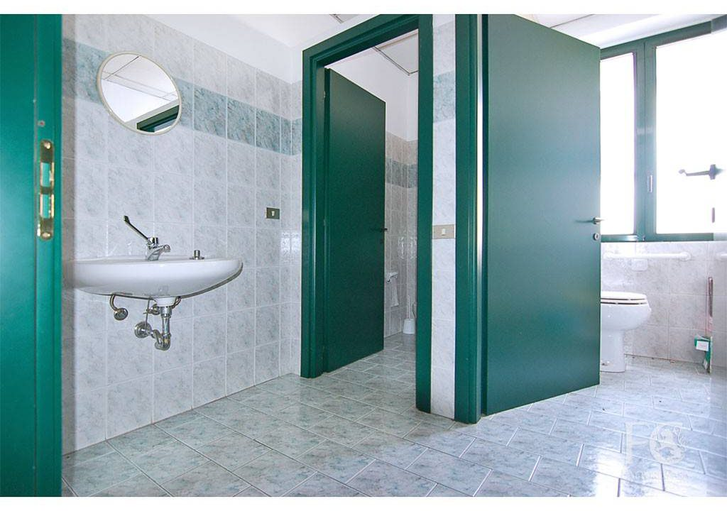 negozio-vetrina-affitto-varesina-cislago-100mq-openspace-2