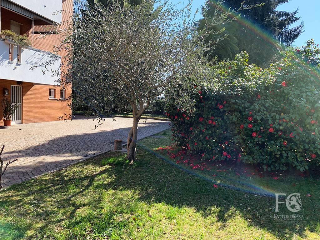 Ufficio con Deposito, Varese